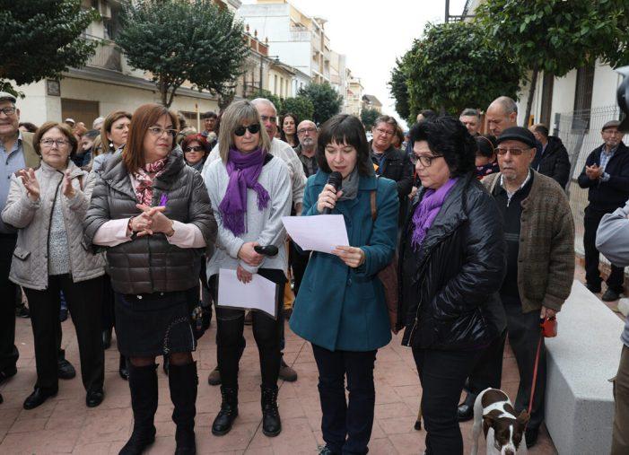 Centenars de persones participen en la concentració de l'Alcúdia per la Igualtat