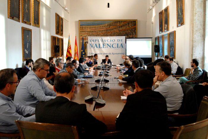 El think tank 'Smart Cities' formado por representantes municipales y empresariales se reúne en la Diputació