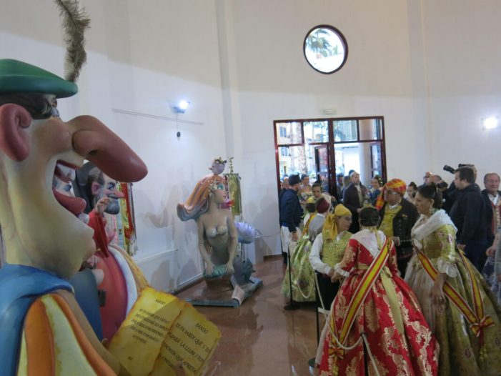 Ninots, dansades i música festera per a donar pas a la setmana fallera