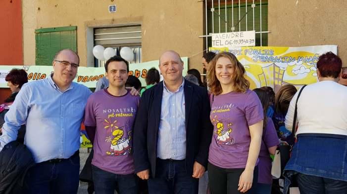 Les autoritats locals acompanyen al Joaquín Muñoz en la XXXIII Trobada d'Escoles en valencià