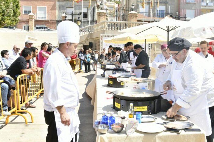 Onze restaurants locals obrin boca en la prèvia local del Concurs de Paella de Cullera
