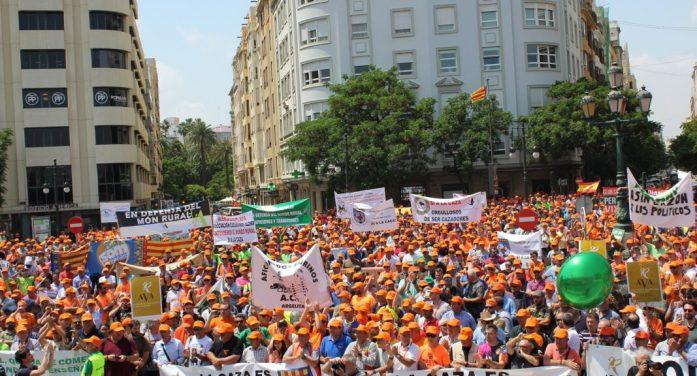 Més de 40.000 persones del món rural recorren els carrers de València per a denunciar la discriminació que pateixen i exigeixen reconeixement i polítiques efectives