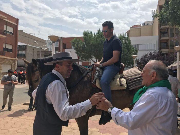 La vuitena romeria del Centre Cultural Andalús d'Almussafes porta la cultura del sud d'Espanya per tota la població