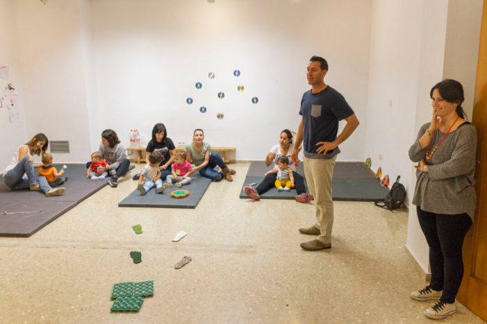 El projecte municipal Oci en Família enceta una nova activitat dirigida a xiquets i xiquetes de 6 a 24 mesos amb l'acompanyament de pares i mares.