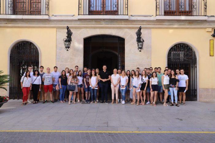 Quaranta estudiants inicien les seues pràctiques d'estiu en l'Ajuntament de Cullera