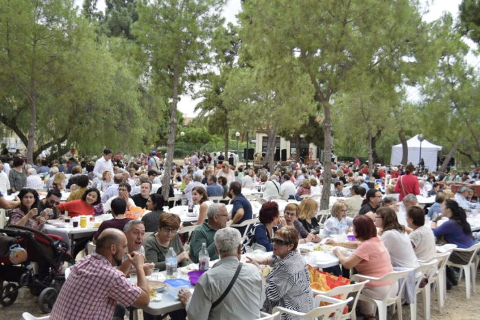 El 9 d'octubre es viu a Burjassot amb el repartiment de més de 2.000 racions de arròs amb fesols i naps