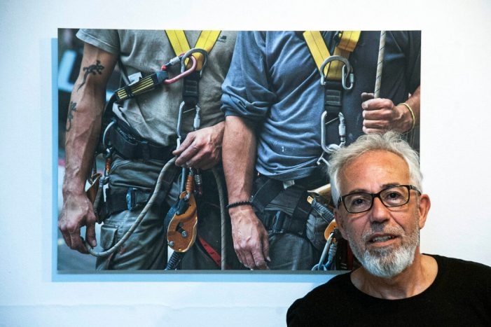El fotògraf Andrés Castillo porta les seues 'Retallades' al Museu de la Rajoleria de Paiporta
