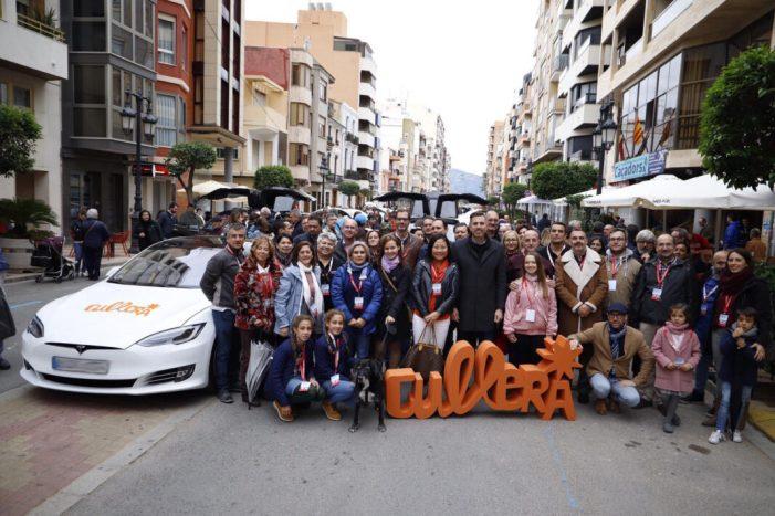 Cullera aconseguix la concentració més nombrosa de cotxes Tesla a Espanya