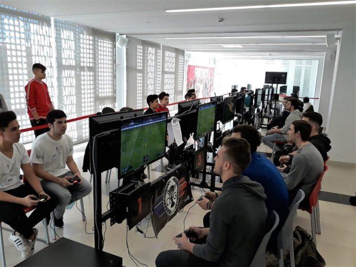 Mislata reuneix a més de 500 joves en la seua primera Gaming Experience