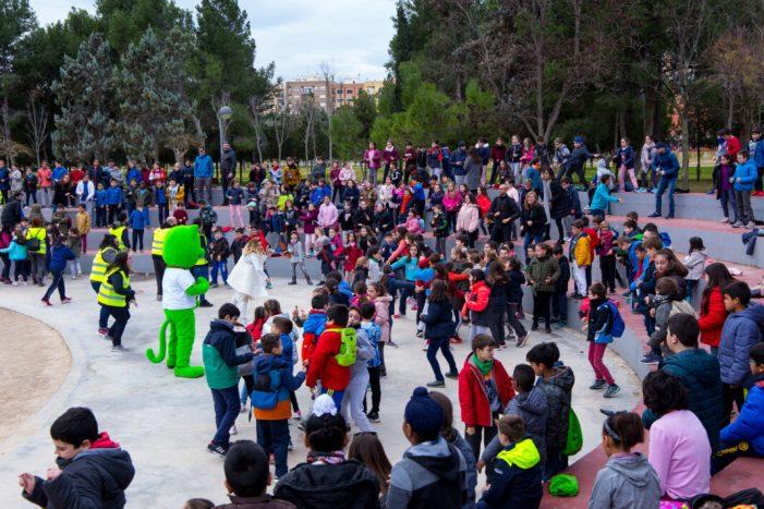 Més de 600 escolars de Mislata celebren el Dia de l'Arbre en La Canaleta
