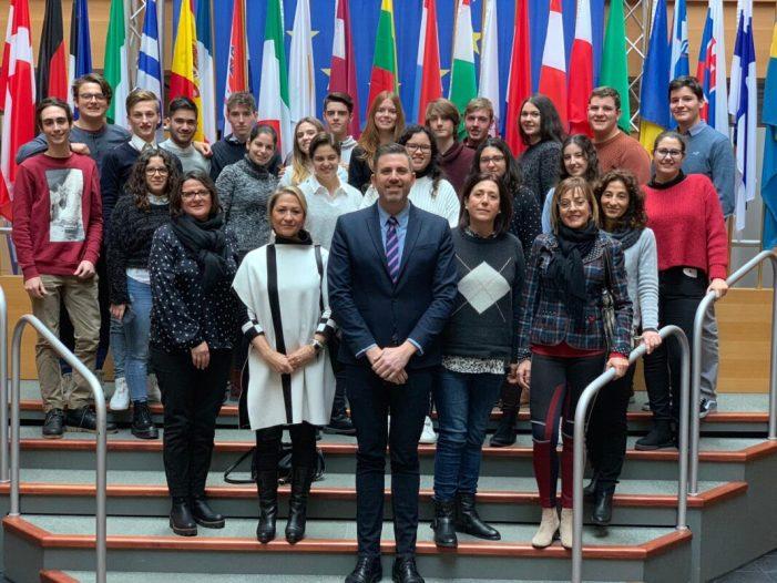 Vint estudiants de Cullera visiten el Parlament Europeu d'Estrasburg
