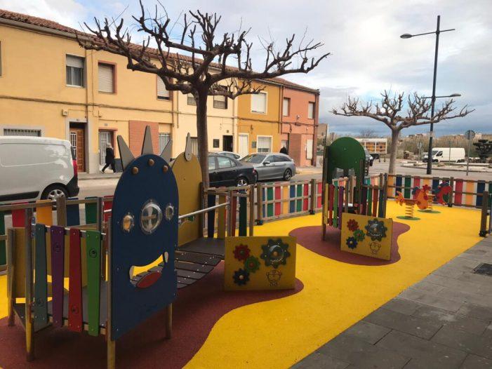 L'Avinguda Miguel Hernández de Benifaió compta ja amb nous jocs infantils