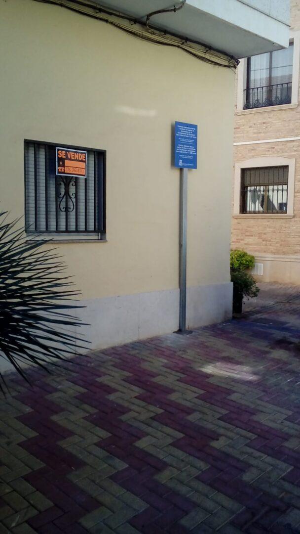 L'Ajuntament de Burjassot recorda la prohibició de depositar residus en llocs no autoritzats