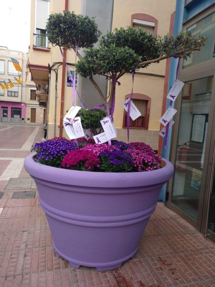 L'Horta Sud es tiny de violeta per la igualtat