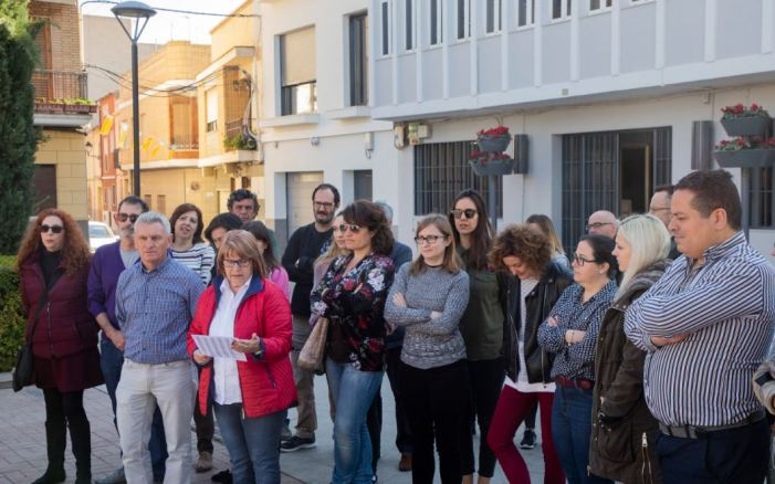 Picassent guarda un minut de silenci per les víctimes del terrorisme