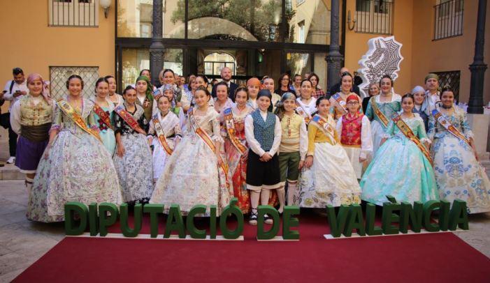 Les comissions falleres i la Junta Local Fallera de Picassent participen en la recepció fallera celebrada a la Diputació de València