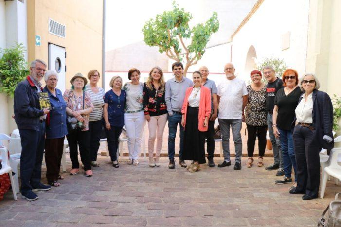 """Última sessió abans l'estiu del club de lectura del Voluntariat del Valencià de Torrent amb el llibre """"Tota la terra és de vidre"""""""
