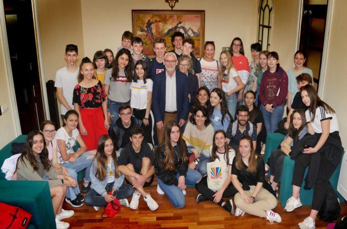 Els alumnes de l'IES La Patacona d'Alboraia reben a alumnes i alumnes d'Eslovàquia