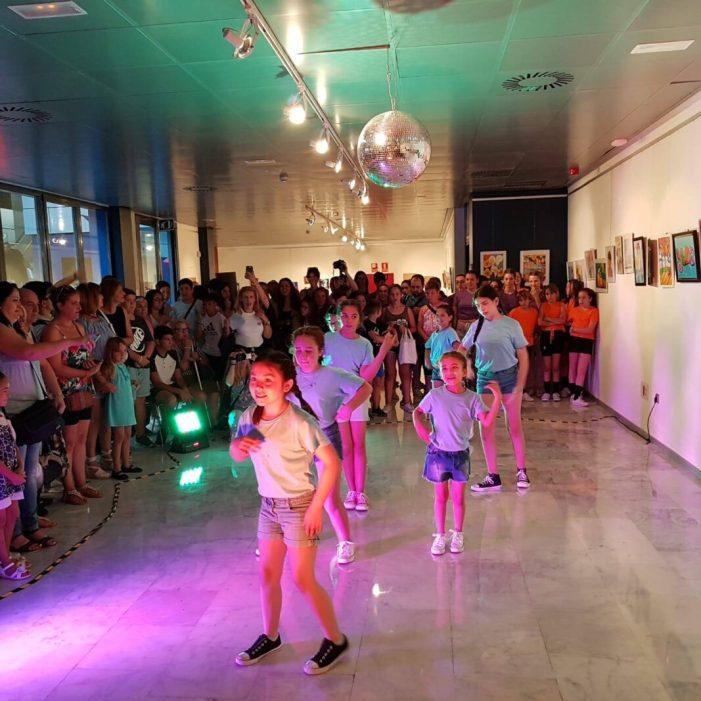 El Centre Matilde Salvador d'Aldaia celebra el començament d'estiu