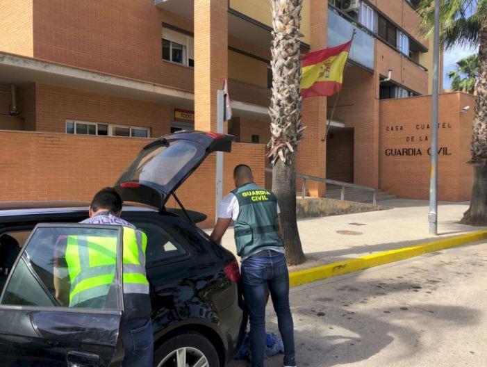La Policia Nacional i la Guàrdia Civil detenen a tres homes per robar en interior de vehicles
