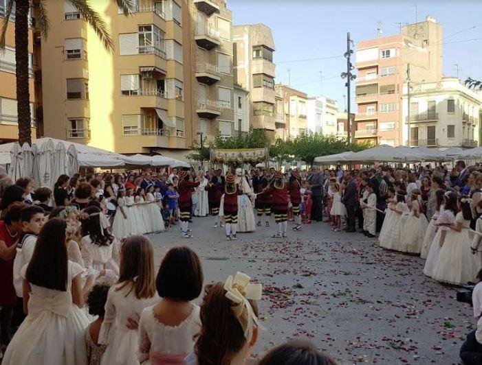 Benifaió va celebrar amb una alta participació la tradicional Processó del Corpus Christi