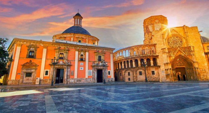La Gran Nit es consolida com un dels atractius que cada mes de juliol hi ha a València en el marc de la Gran Fira