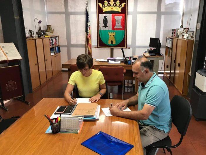 L'Ajuntament de Benifaió i l'Associació de Comerços i Empreses signen un conveni de col·laboració