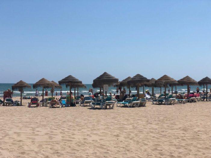 Alboraia arreplega les queixes dels hostalers davant l'alarma injustificada en les zones de platja