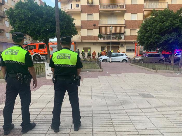 La ràpida actuació de la Policia Local de Sueca i els serveis d'emergència evita greus conseqüències en un incendi