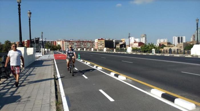 L'Ajuntament de València soluciona la connexió anb bici i patinet entre Natzaret i La Marina de València.