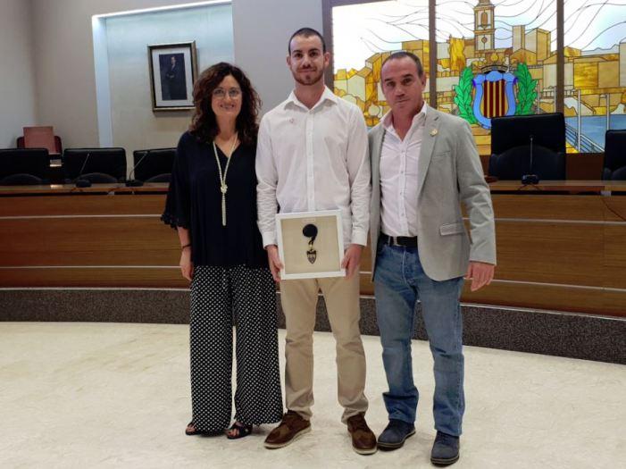 L'Ajuntament de Carlet li atorga la insígnia de plata en reconeixement a la seua trajectòria