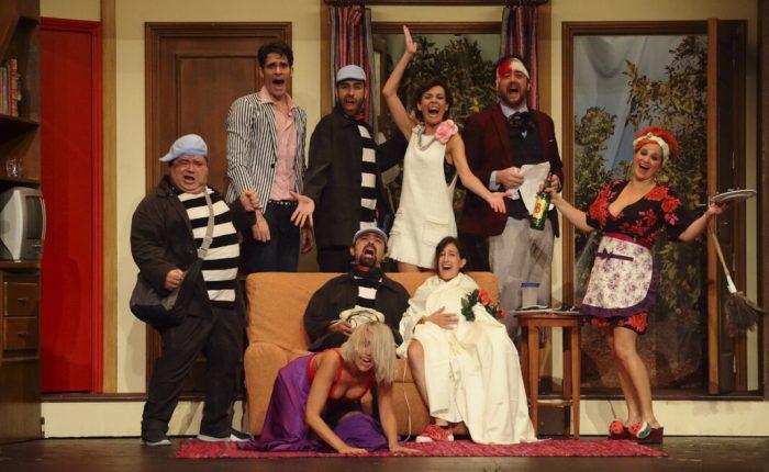 Per davant i per darrere', una comèdia bilingüe per al dissabte 9 de novembre a Almussafes