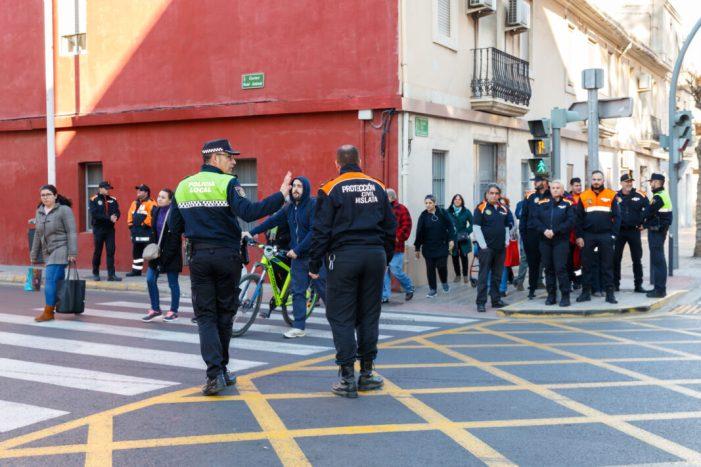 La Policia Local de Mislata forma als voluntaris de Protecció Civil en regulació del trànsit