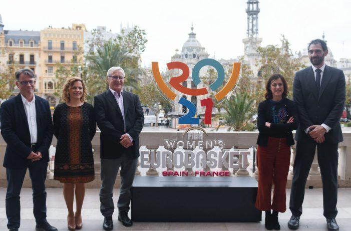 L'alcalde de València, Joan Ribó, acompanyat de la regidora d'Esports, Pilar Bernabé, ha participat hui en la presentació del logotip oficial del FIBA Women's Eurobasket 2021