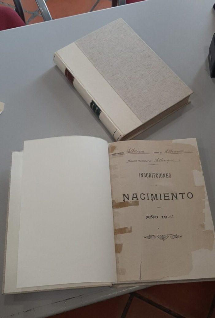 Alberic restaura els seus deteriorats llibres històrics del Registre Civil