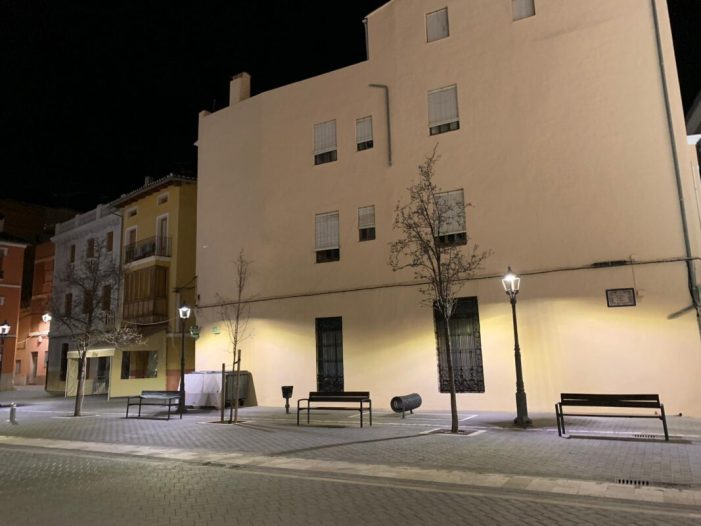 La plaça del Carbó compta amb una nova il·luminació