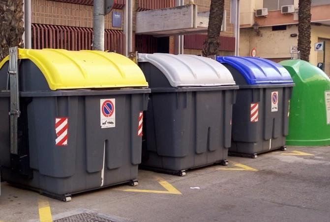 Augmenta a Alzira la quantitat de reciclatge d'envasos lleugers, paper i cartó