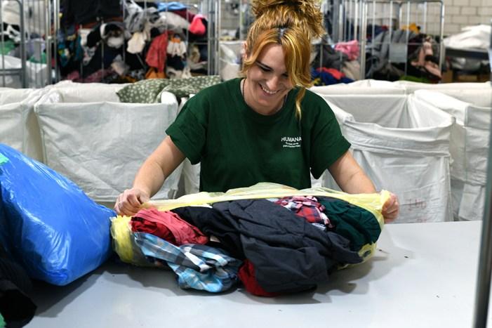 Fundació Humana: més de 30 tones de tèxtil recuperat per a fins socials, un 4% més que l'any anterior a Almussafes