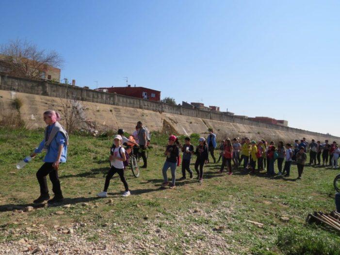 Més de 200 persones participen en una jornada en la què s'han plantat 150 arbres al riu Magre al seu pas per Algemesí