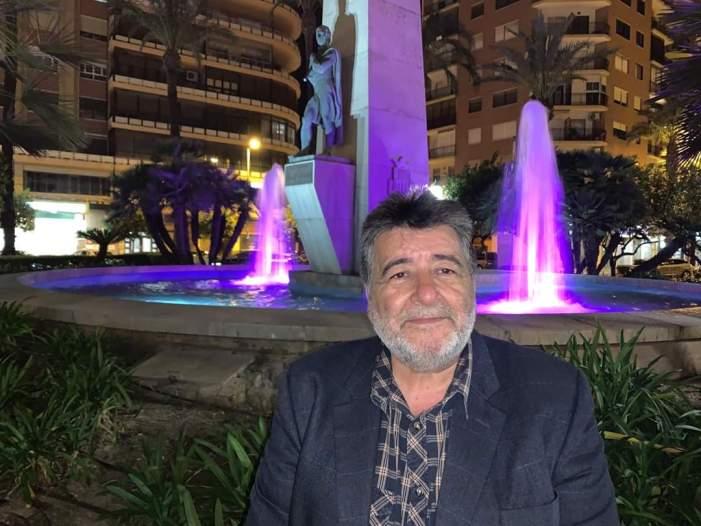 Alzira s'unix a la commemoració del Dia de la Dona il·luminant les principals fonts amb el color morat