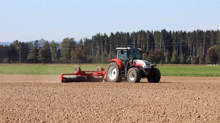 LA UNIÓ de Llauradors rebutja la matriculació obligatòria de certa mena de ferramentes que van amb tractor per a permetre la seua circulació