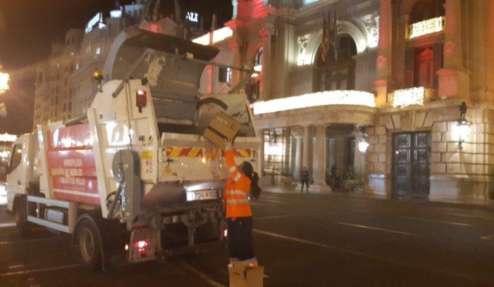 L'Ajuntament de València prepara el servici 'Porta a Porta' de recollida de cartó, residus i vidre en comerços i hostaleria per a la pròxima fase de desescalada.
