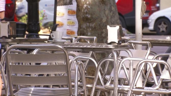 Restaurants i bars podran ampliar les seues terrasses per a compensar la reducció de l'aforament