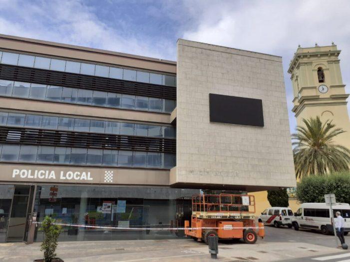 L'Ajuntament d'Alaquàs instal·la una pantalla LED per a difondre informació municipal d'interès i dades atmosfèriques