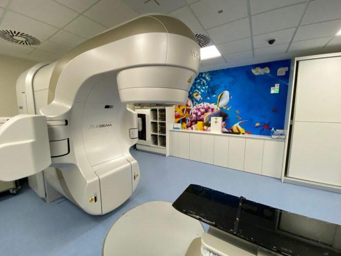 Entra en funcionament el nou accelerador lineal de l'Hospital Universitari de la Ribera