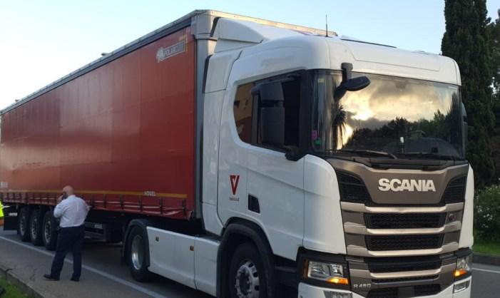 La Policia Local d'Alzira deté el conductor d'un camió que conduïa baix els efectes de l'alcohol