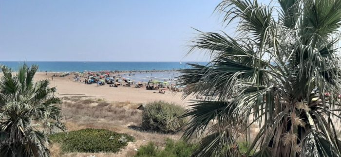 La platja de Meliana esdevé una opció tranquil·la en època COVID