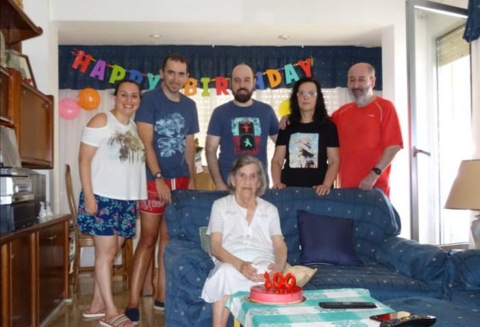 Cullera felicita els 100 anys d'una de les seues veïnes més longeves