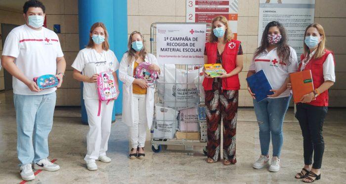 Els professionals del Departament de Salut de la Ribera donen 64 quilos de material escolar a Creu Roja
