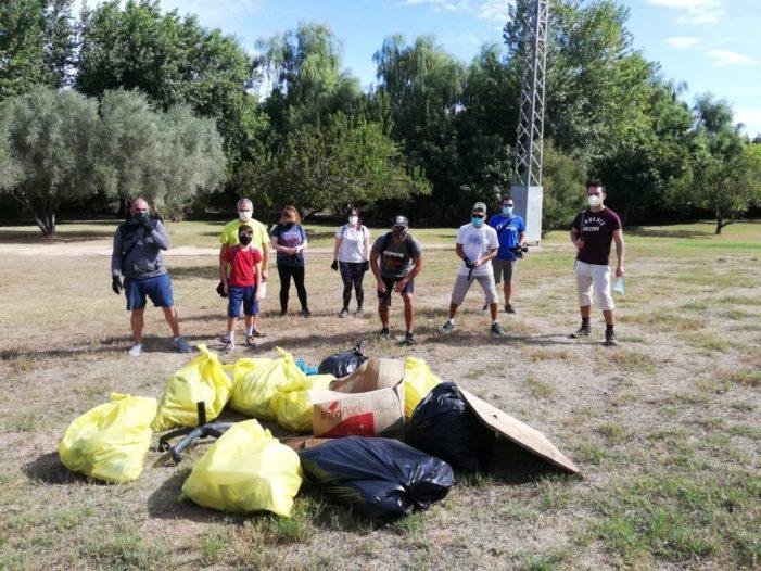 """Quart de Poblet se suma a la campanya """"Mans al Riu"""" amb la recollida de 130 kg de residus del riu Túria"""